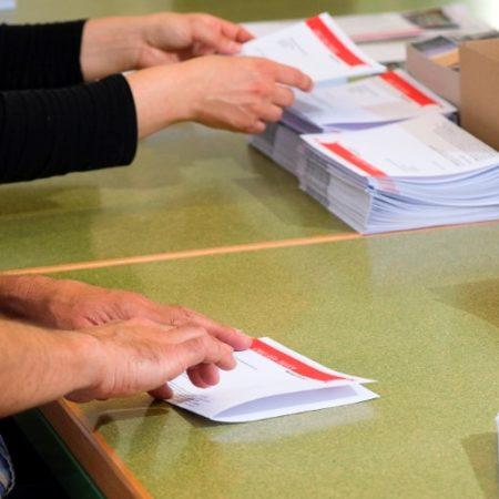AuftragArbeit in der Verpackung  stellen wir für Sie Ihre Artikel nach Ihren Wünschen zusammen.