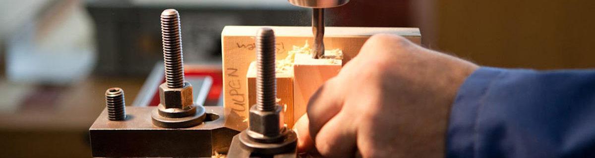 AuftragArbeit zu unserem Angebot gehören allgemeine Schreinerarbeiten, aber auch Reparatur- und Unterhaltsarbeiten.