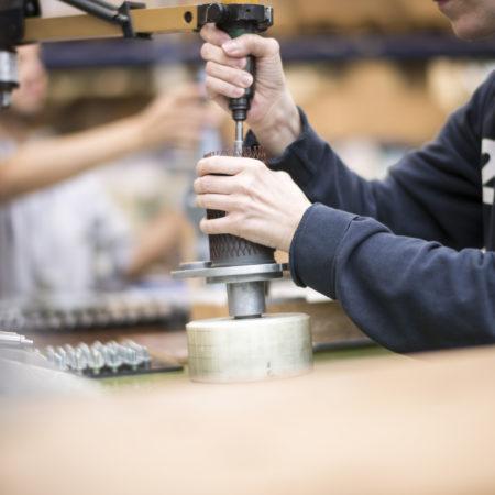 AuftragArbeit montiert diverse Baugruppen zusammen.