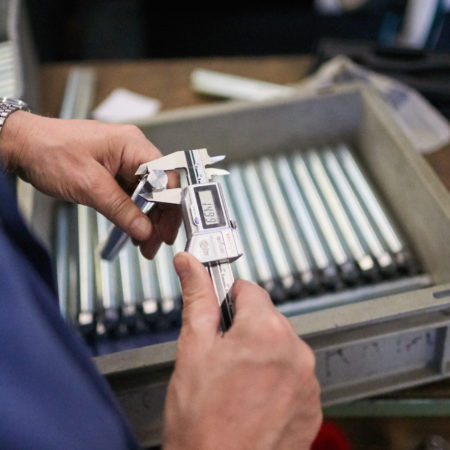 AuftragArbeit bietet präzise mechanische Fertigungen an.