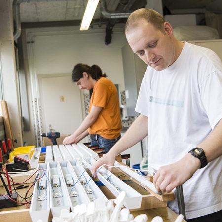 AuftragArbeit ist in Kabelendverarbeitung und Kabelkonfektion für Sie da.